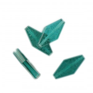 Rhomb bead with engraved arabesques on 2 faces, emerald 24x12 mm