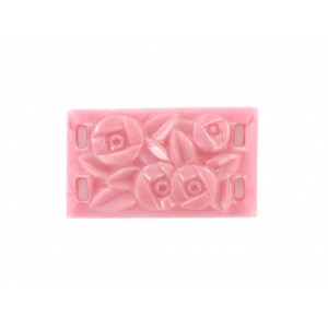 Rectangle 4 trous à décor floral, rose 33x19 mm
