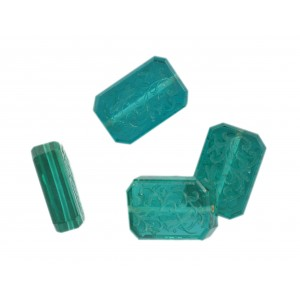 Octagonal bead with engraved arabesques on 2 faces, emerald 21x14 mm