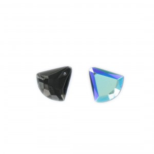 Faceted triangular pendant, black iridescent 15x15 mm