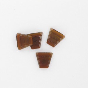Trapezium, brown 11x12 mm