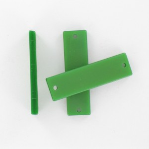 Rectangular plaque with 2 holes, green 35x10 mm