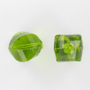 Twisted faceted bead, green 22 mm