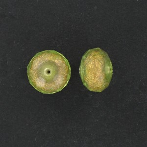 Faceted washer on gilt base, light olivine 18x12 mm