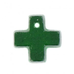 Cross pendant emerald 15 mm