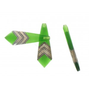 Flat pendant with two wide chevrons blind hole, emerald 40x12 mm